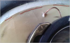 Сквозные трещины в местах соединения диффузора с подвесом